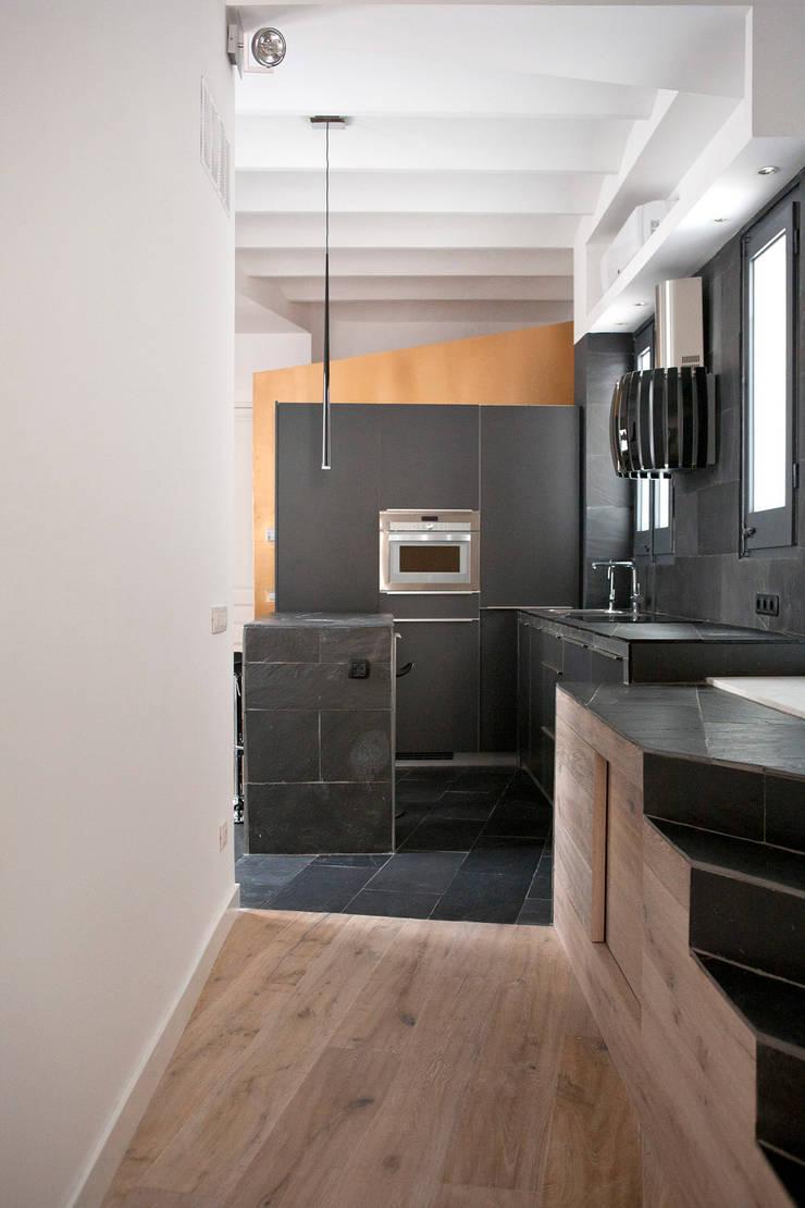 Casa Moncada Caruselli: Cocinas de estilo  de jorge rangel interiors