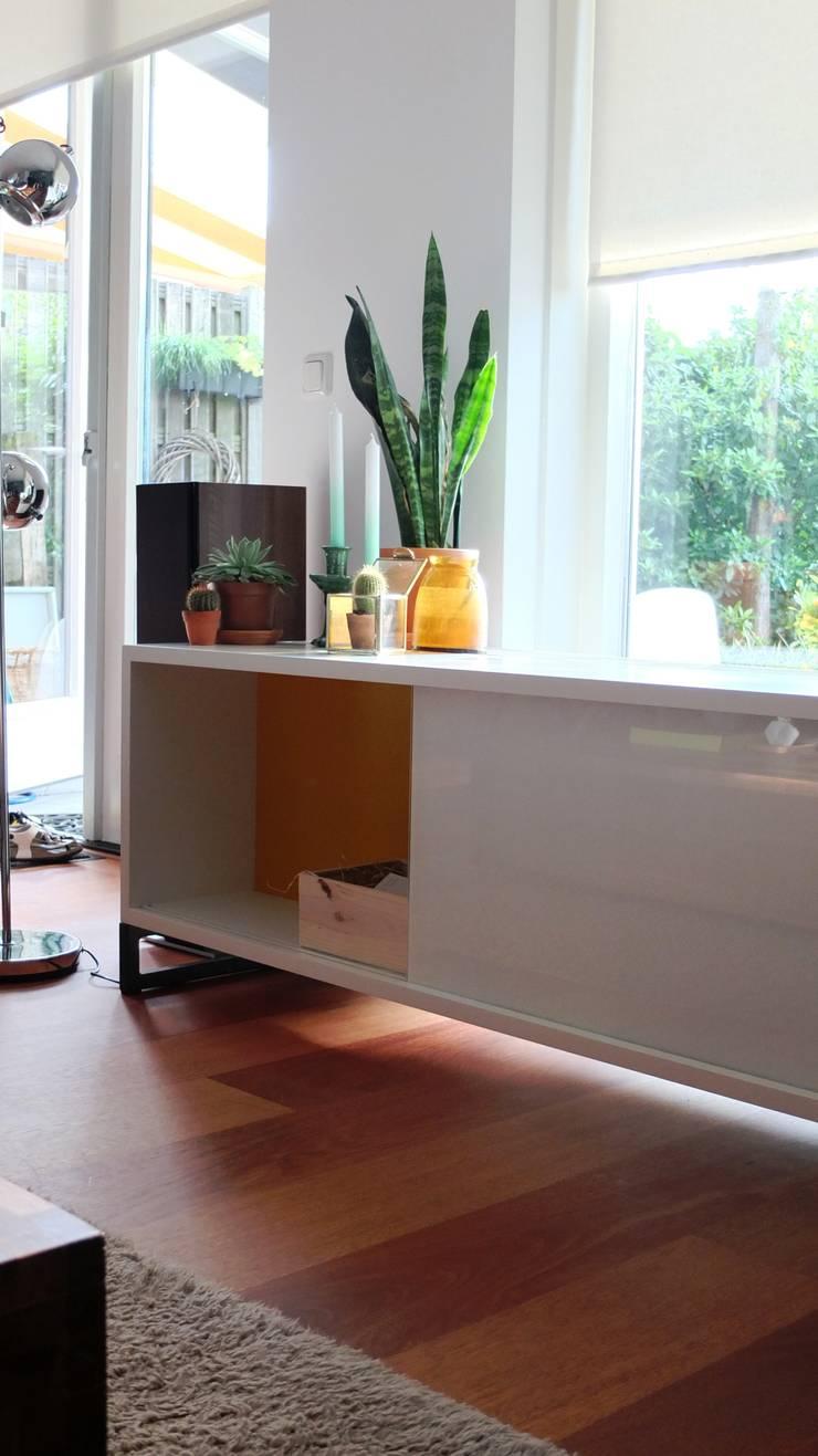 TV meubel:   door LJW Architectuur