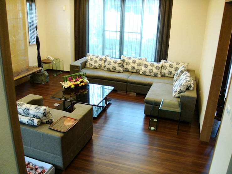 Living room by 台日國際住宅股份有限公司