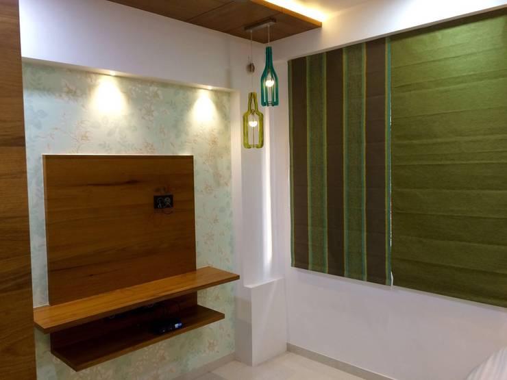 leela palak:  Walls by Hightieds,Modern