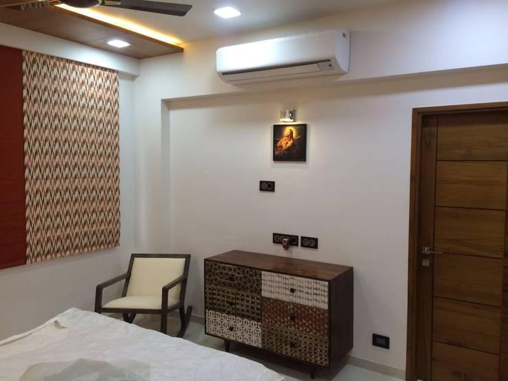 leela palak:  Bedroom by Hightieds,Modern