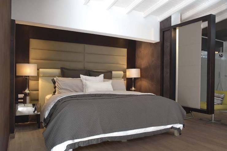 Casa 575. Habitacion principal. : Cuartos de estilo moderno por Arq Renny Molina