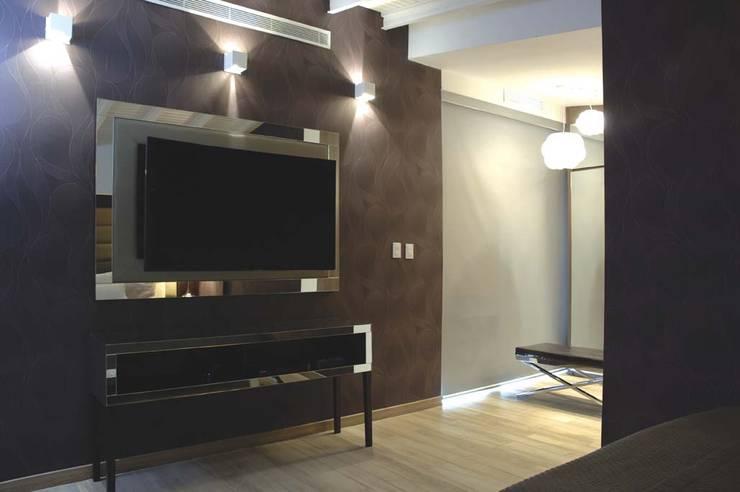 Casa 575: Cuartos de estilo moderno por Arq Renny Molina