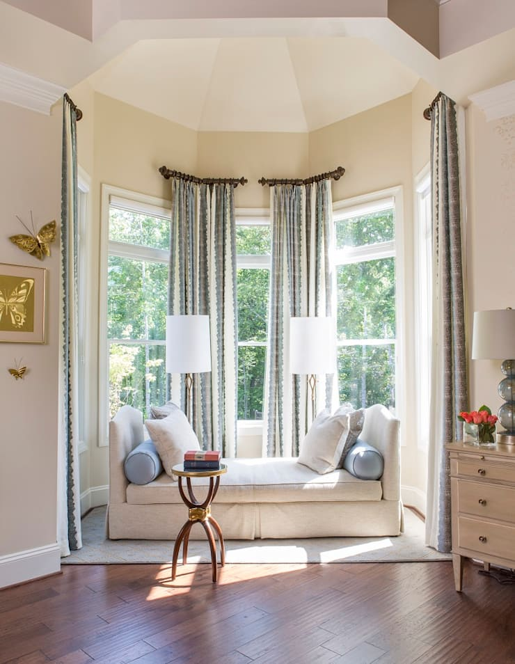 Riverside Retreat - Bedroom Niche: classic Bedroom by Lorna Gross Interior Design