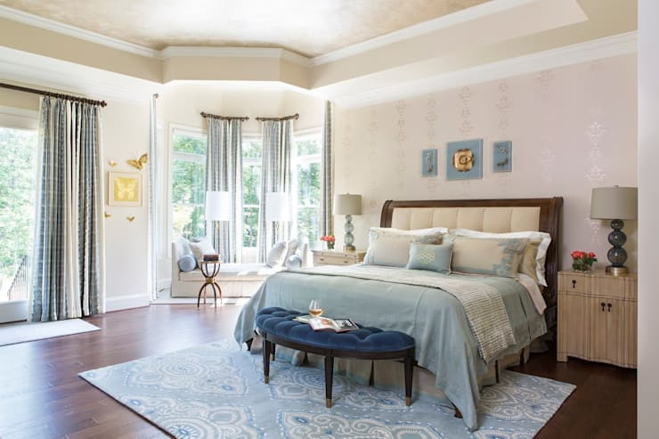 Riverside Retreat - Main Bedroom: classic Bedroom by Lorna Gross Interior Design
