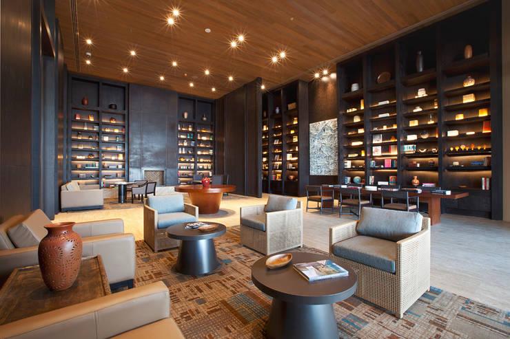 JW Marriott Los Cabos - IDEA Asociados: Salas de estilo  por IDEA Asociados
