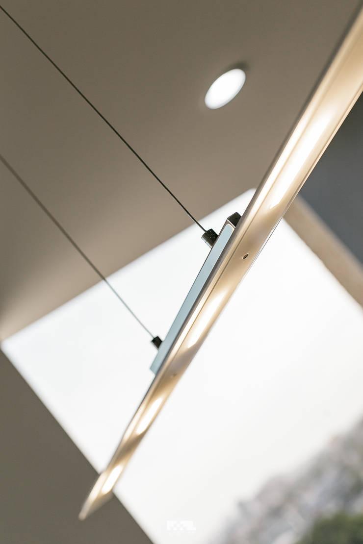 Oficinas Piso 10: Estudios y oficinas de estilo  por 2M Arquitectura, Moderno