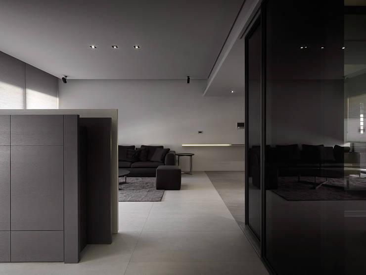 走廊 & 玄關 by Taipei Base Design Center