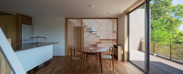 Phòng ăn by 柳瀬真澄建築設計工房 Masumi Yanase Architect Office