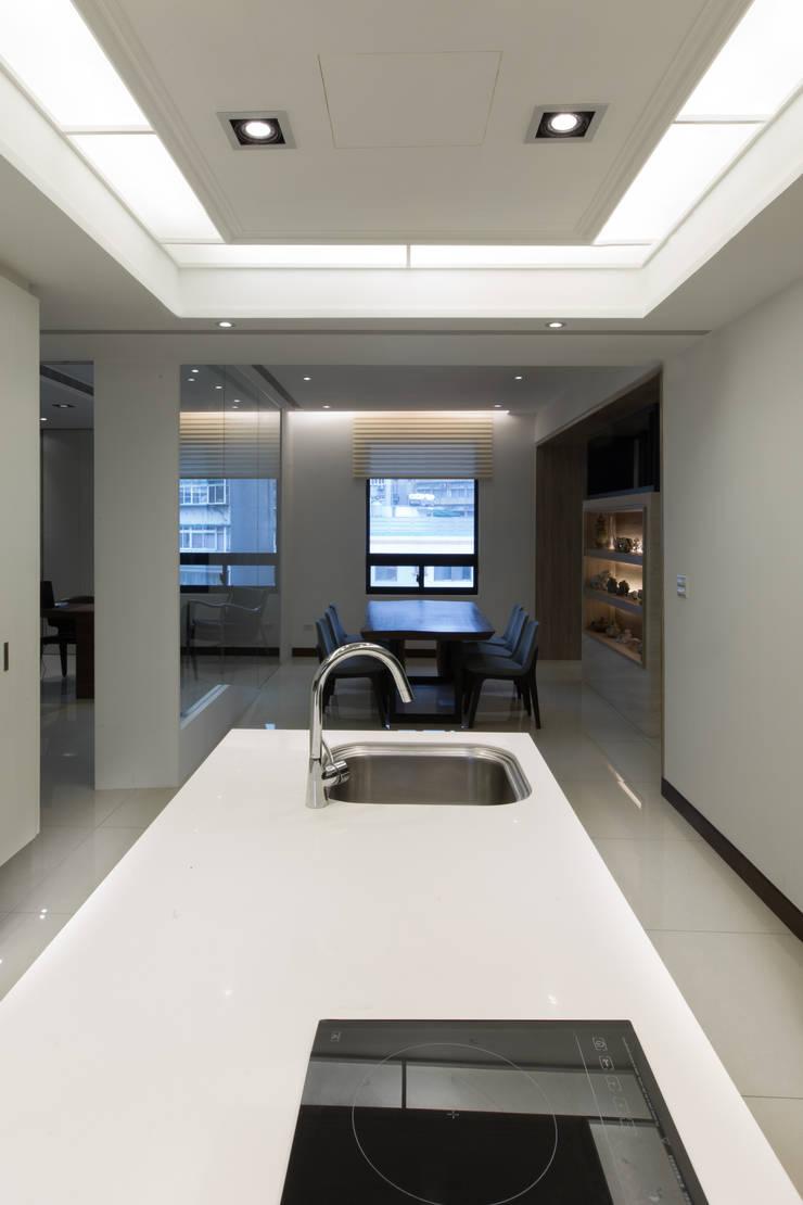 【通透的空間設計】:  室內景觀 by 衍相室內裝修設計有限公司