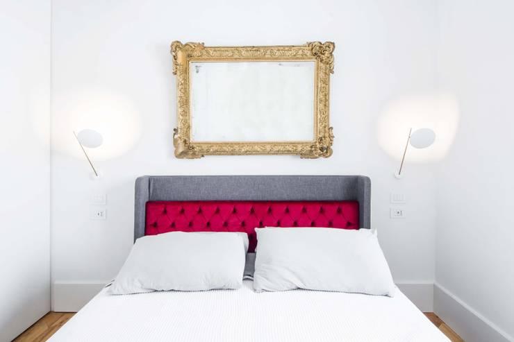 Appartamento M52: Camera da letto in stile  di THSC