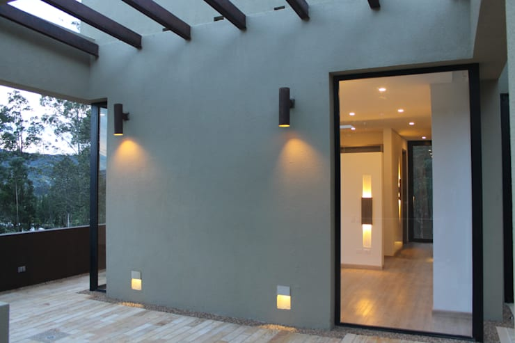 EXTERIOR: Terrazas de estilo  por IngeniARQ, Moderno