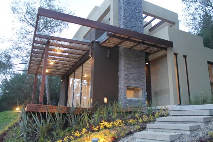 Casas de estilo  por IngeniARQ