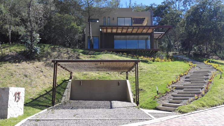 EXTERIOR: Casas de estilo  por IngeniARQ, Moderno