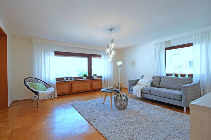 غرفة المعيشة تنفيذ Birgit Hahn Home Staging