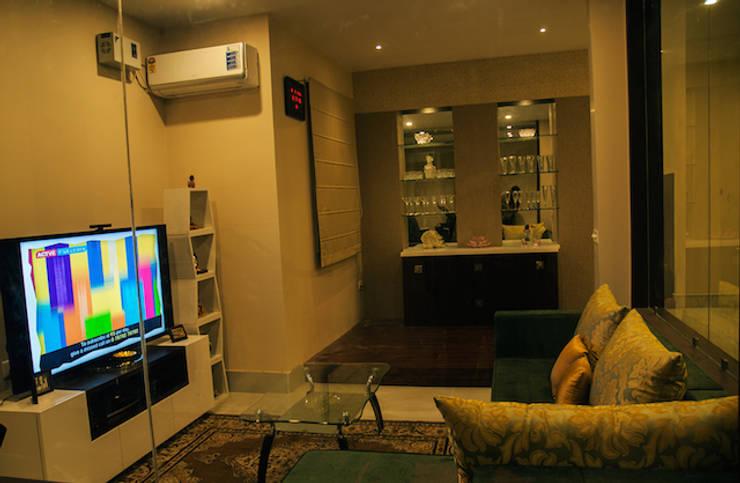 Suryanagar Residence, Bhubaneswar:  Living room by Schaffen Amenities Private Limited