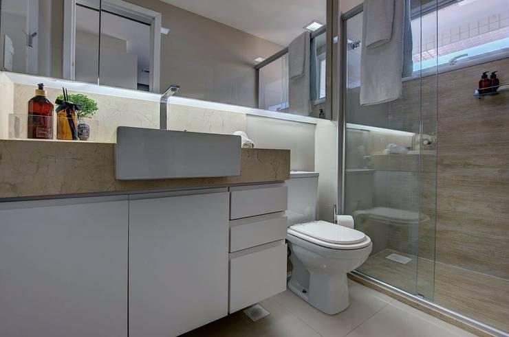 Banheiro JB: Banheiros  por Dome arquitetura