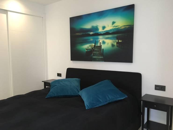 Proyecto Reforma Apartamento Puerto Banus: Dormitorios de estilo  de DECORACIÓN E INTERIORISMO OBRASA