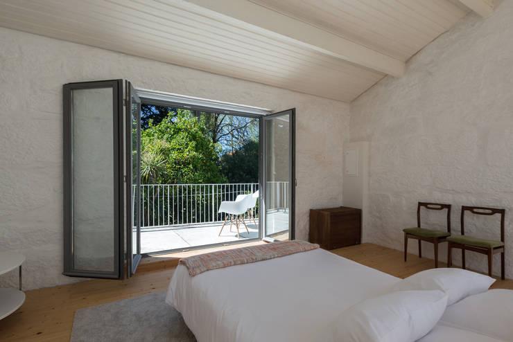 Projekty,  Sypialnia zaprojektowane przez a*l - alexandre loureiro arquitectos