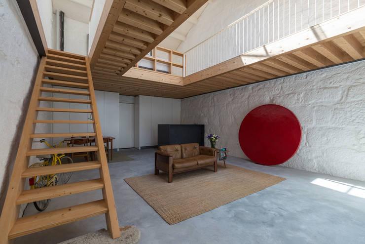 minimalistic Living room by a*l - alexandre loureiro arquitectos