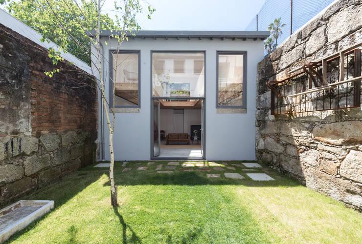 庭院 by a*l - alexandre loureiro arquitectos