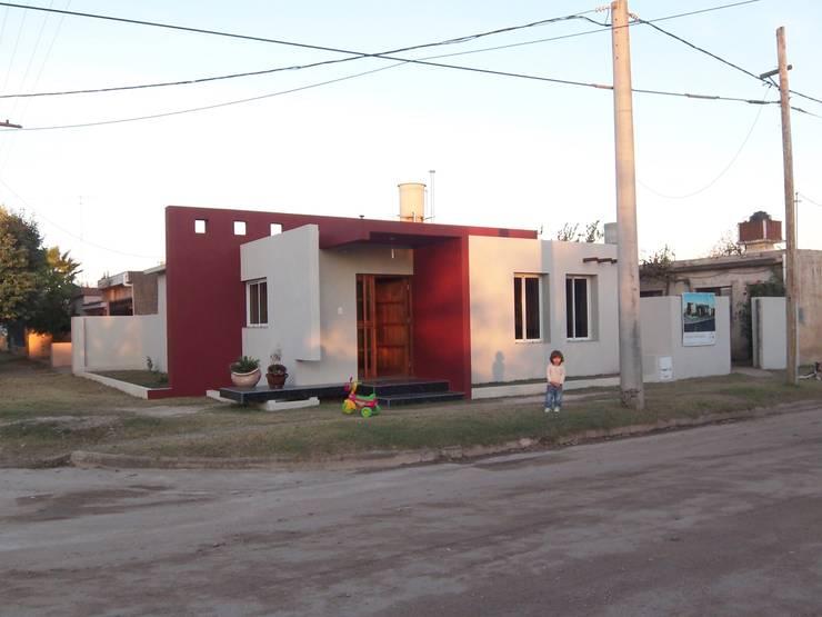 Casas de estilo  por Arq. Gerardo Rodriguez