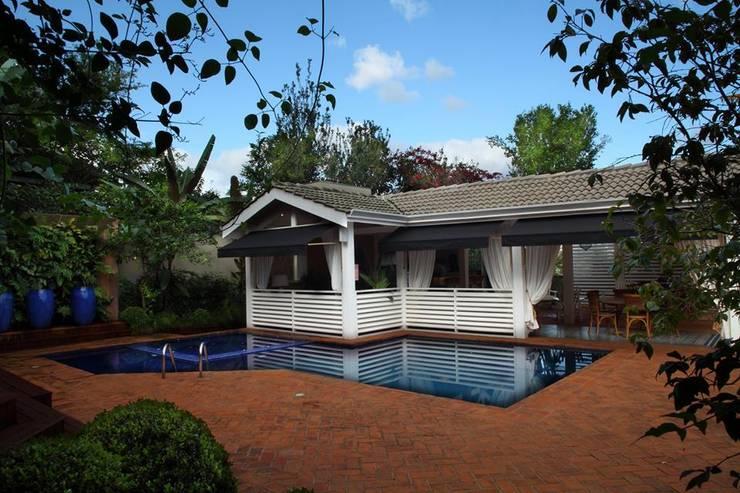 Área gourmet Residência Alphaville Tamboré 3: Garagens e edículas  por Studio 262 - arquitetura interiores paisagismo