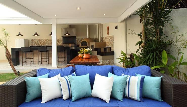 Área Gourmet Residência Alphaville Residencial 4: Garagens e edículas  por Studio 262 - arquitetura interiores paisagismo