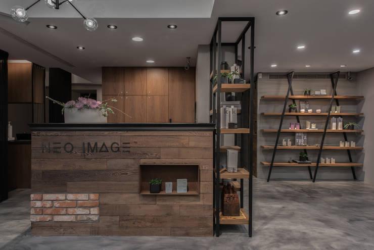 櫃台:  商業空間 by 澄穆空間設計