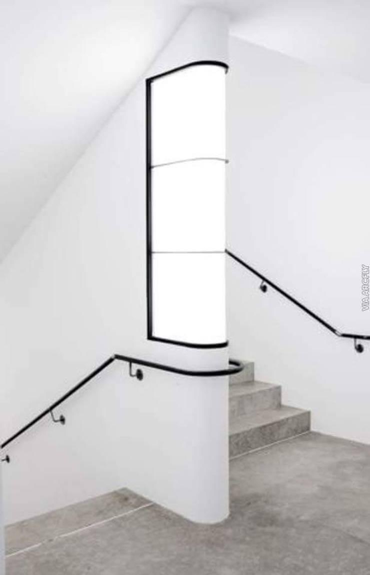 Blue Home  – Merdiven Korkuluk: modern tarz , Modern Ahşap-Plastik Kompozit