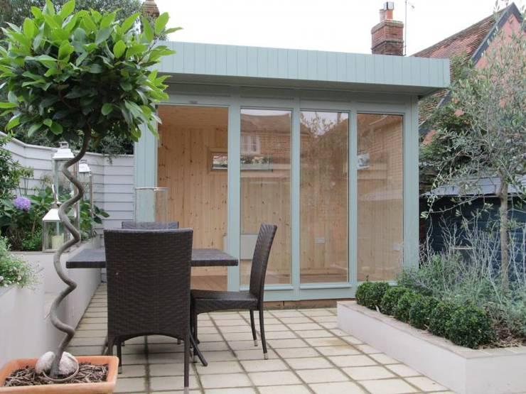 Projekty,  Garaż zaprojektowane przez CraneGardenBuildings