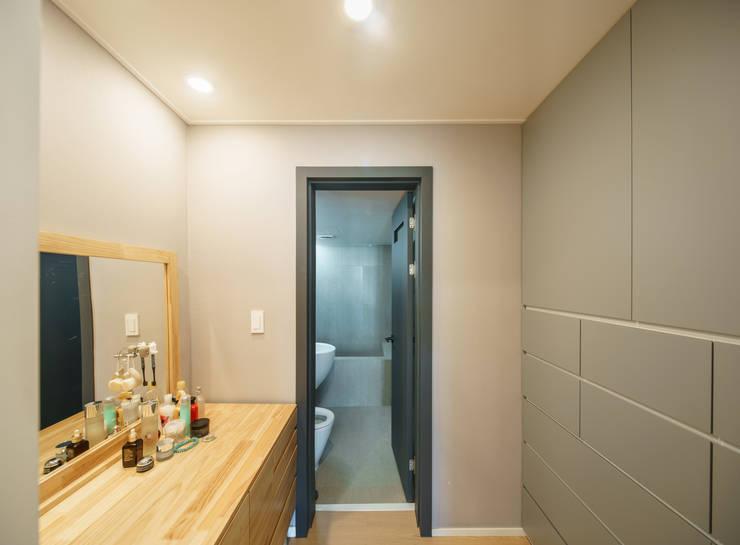 Bathroom by ARA