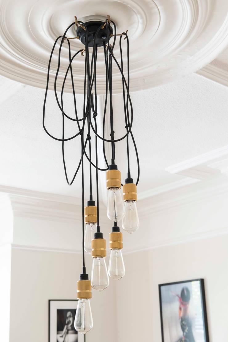 Salon de style  par SWM Interiors & Sourcing Ltd, Moderne Verre