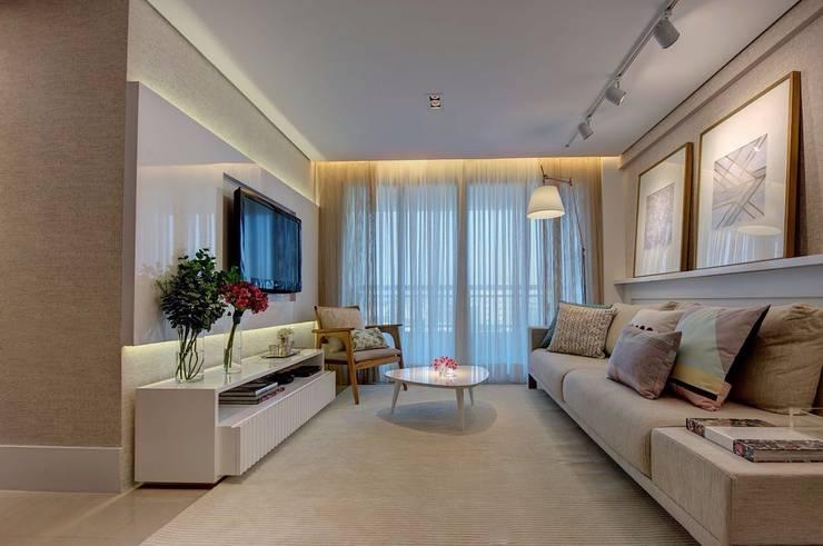 Salas / recibidores de estilo  por Dome arquitetura