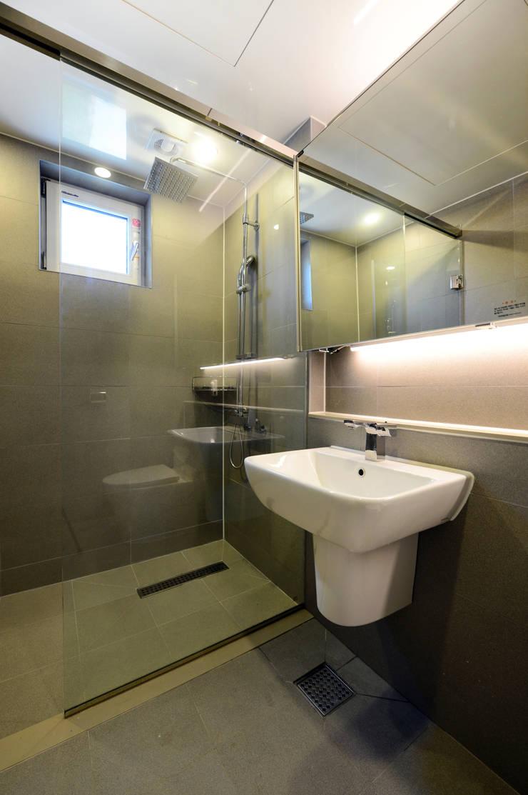태안 방갈리 주택 : 코원하우스의  욕실