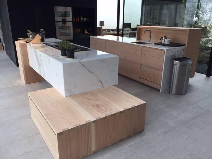 Villa N-H:  Keuken door MULTIPL-X