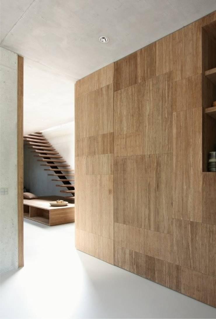 Villa N-H:  Slaapkamer door MULTIPL-X