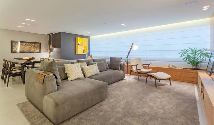 Living room by Botti Arquitetura e Interiores-Natália Botelho e Paola Corteletti