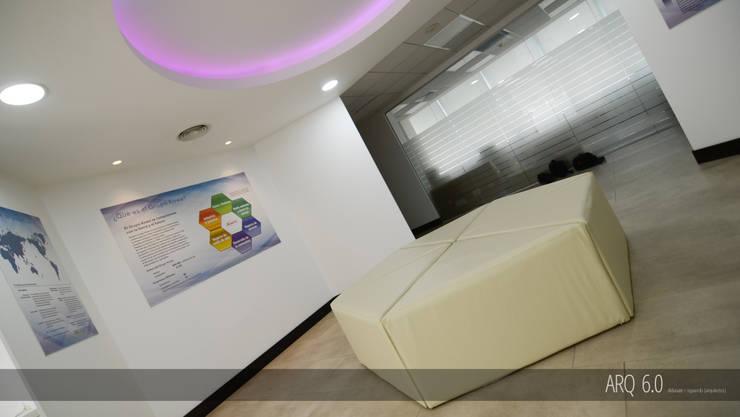 Showroom Kowa: Oficinas y Comercios de estilo  por Arq6.0
