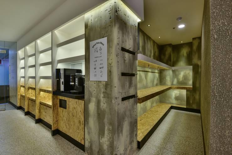 그녀의 동물병원: 공상플래닛의  서재 & 사무실