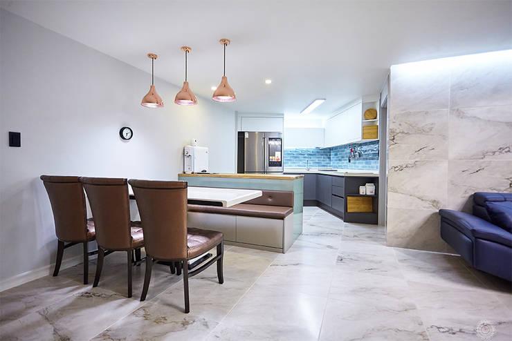 3대의 라이프스타일이 녹아든 보금자리 48PY: 제이앤예림design의  다이닝 룸