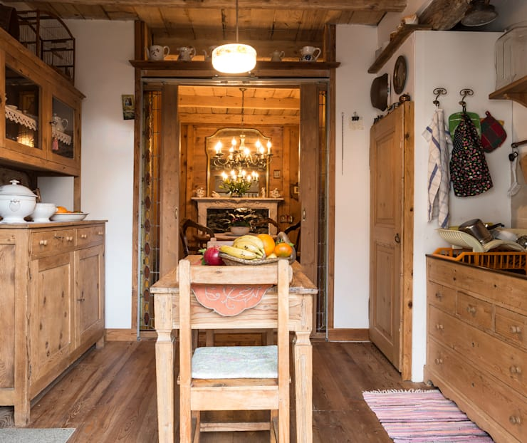 rustic Kitchen by L'Antica s.a.s.