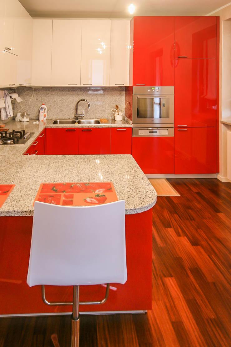 CALDE ATMOSFERE: Cucina in stile  di davide pavanello _ spazi forme segni visioni