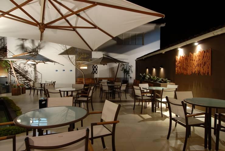 Moderne Gastronomie von Adriana Baccari Projetos de Interiores Modern