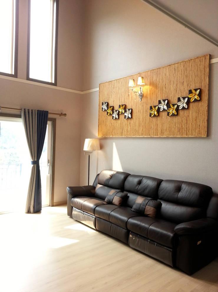 포천주택: Timber house의  거실