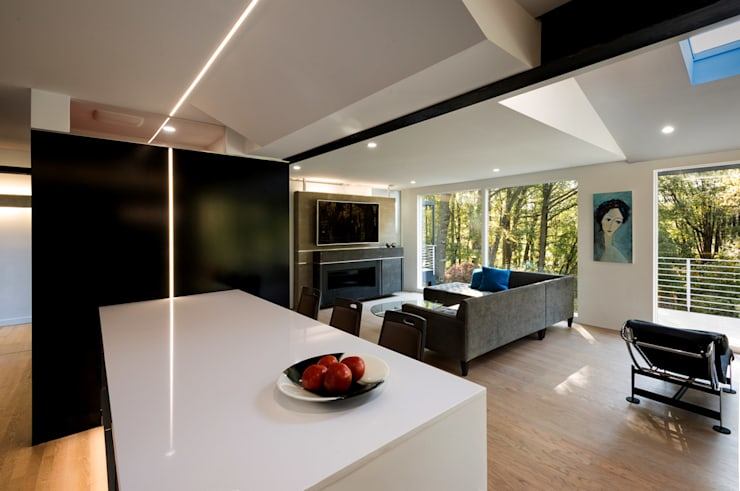 Cache House:  Living room by KUBE Architecture