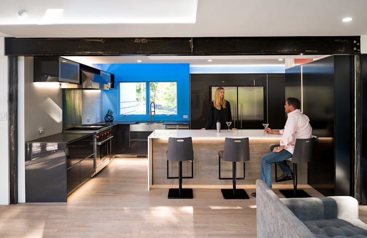 Cache House:  Kitchen by KUBE Architecture