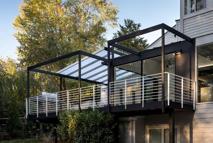 Patios & Decks by KUBE Architecture