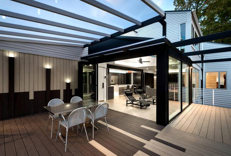 Hiên, sân thượng by KUBE Architecture
