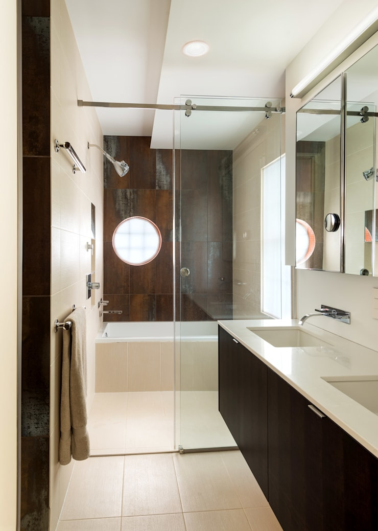 Matt 'n Ross:  Bathroom by KUBE Architecture